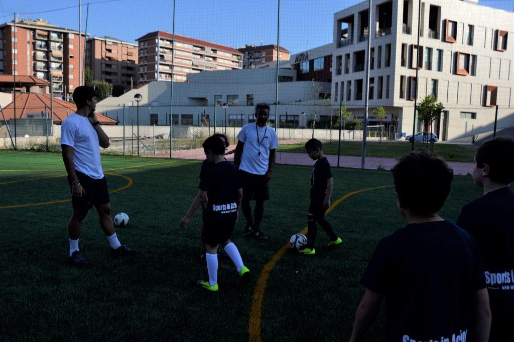 Un momento della lezione di scuola calcio